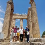 Ο Πρέσβυς των Ηνωμένων Πολιτειών της Αμερικής Τζέφρυ Ρ. Πάιατ στον Ναό του Νεμείου Διός στην Αρχαία Νεμέα (φώτο)